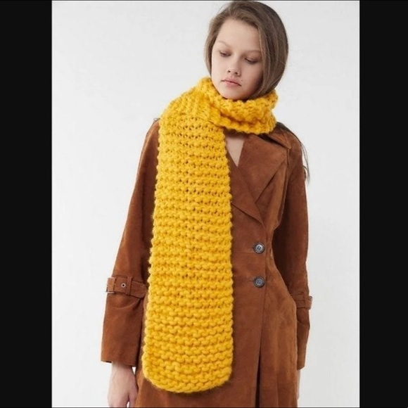 Urban Outfitters Accessories - 🆕NWT *fall preview!* handmade chunky scarf